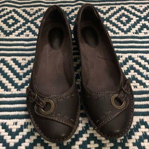 Clarks Brown leather flats with buckle